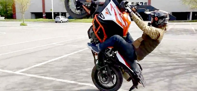 On 2 wheels : Gilles Dejong au guidon d'une KTM 1290 Adventure