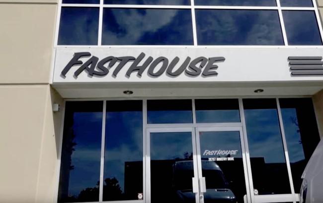 Vidéo : on pousse les portes du QG de Fasthouse