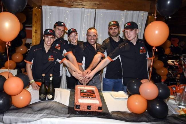Brian Bogers et Kevin Horgno sous l'auvent du team KTM Marchetti Racing