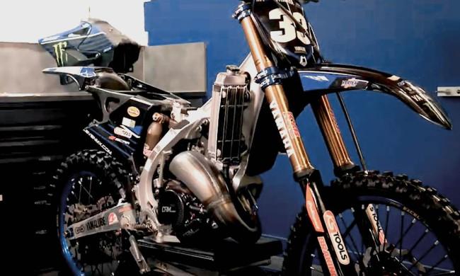 Vidéo : dans les coulisses de la préparation des YZ125 GYTR du team MJC Yamaha