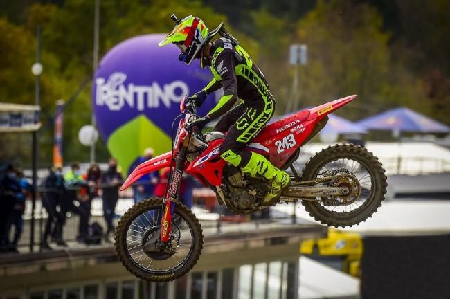 Tim Gajser s'impose pour la deuxième fois à Arco di Trento, Clément Desalle au pied du podium