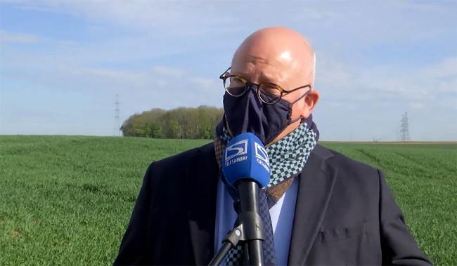 Circuit de motocross à Courcelles : le ministre Jean-Luc Crucke en visite sur le site