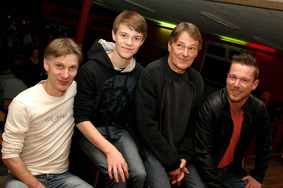 Florent Lambillon entouré de son père Laurent, de son grand-père Alfred et de son oncle Pascal: 3 générations de crossmen qui ont marqué l'AMPL de leur empreinte.
